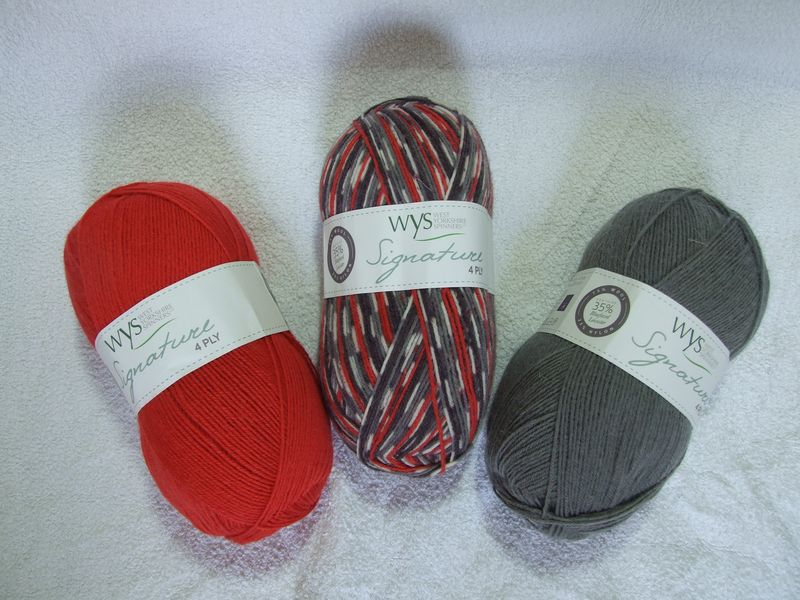 Signature 4ply socks 6
